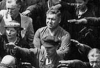 August Landmesser bras croisés face à Hitler en 1936